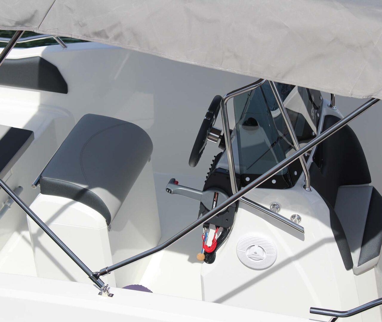 seaward-noleggio-barche-monopoli-luxury-line3